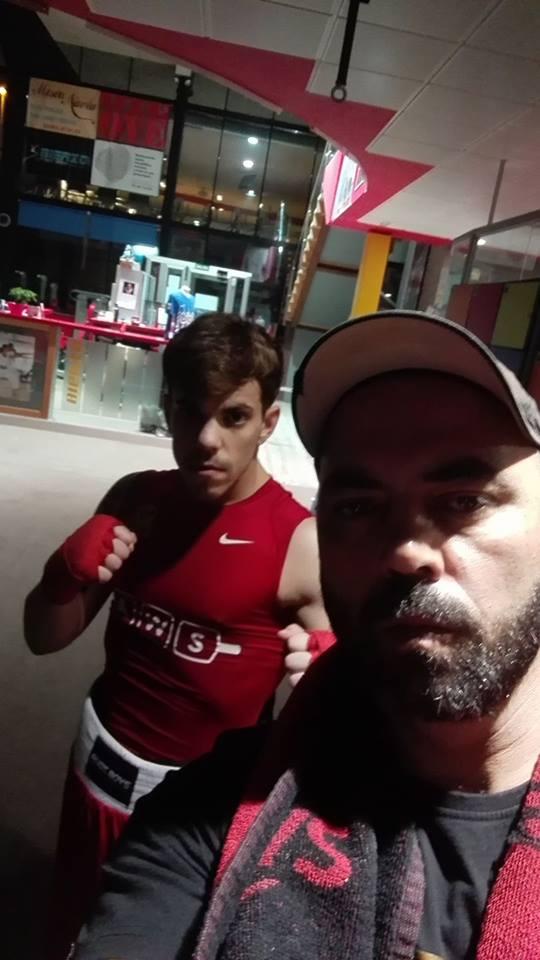 Goyo Rubio, con uno de sus entrenadores en el Club de Lucha Noia: Tono da Silva