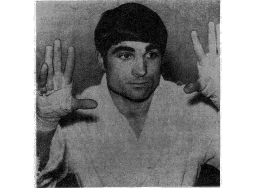 Agustín Senín Díez 43 combates 42 victorias ( 21 ko ) y 1 combate nulo.