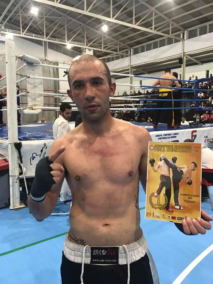 El Coloso de La Estrada con la última acreditación como Campeón Gallego de Full Contact.