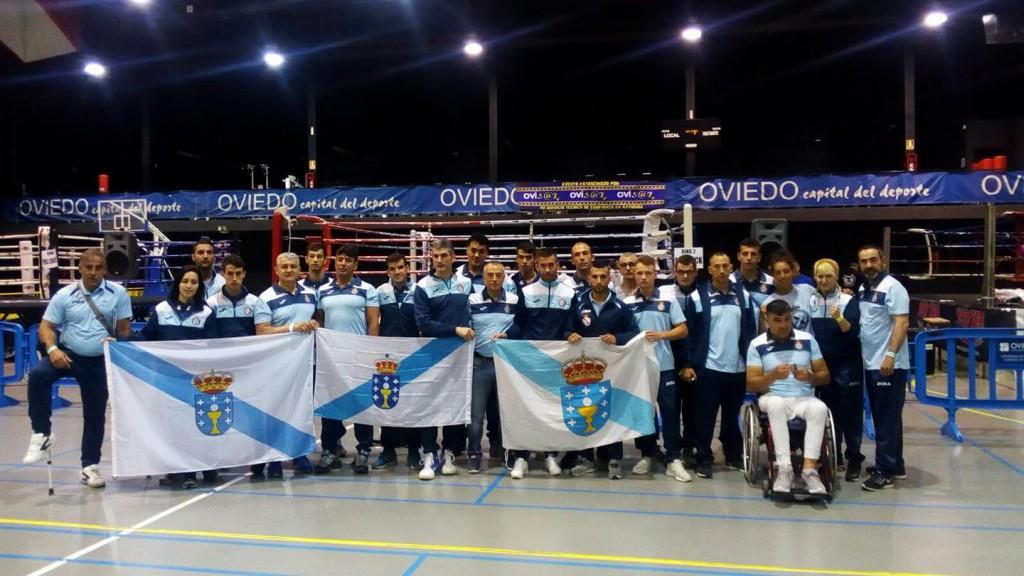 La representación gallega al completo y uniformados, en la presentacioón de los campeonatos nacionales en el Principado de Asturias.