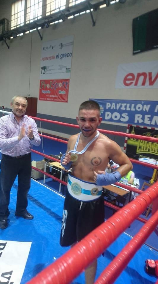 Manu Trigo con su recién estrenado Cinturón de Campeón Gallego