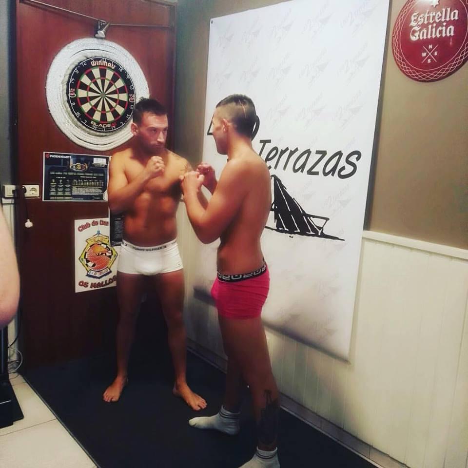 Eloy El Bengala y Santi Alonso durante el pesaje oficial.