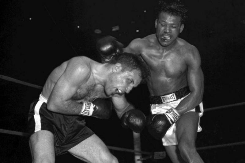 Jack La Motta y Ray Sugar se enfrentaron en 6 ocasiones. El italo americano sólo alcanzó el triunfo en una ocasión, a pesar de competir con hasta 7 kilos por encima del límite.