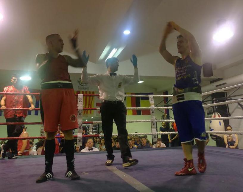 El boxeador Goyo Rubio del Club de Lucha Noia, continua con su espectacular racha de épicos combates, levantando al público de sus asientos. foto cedida.