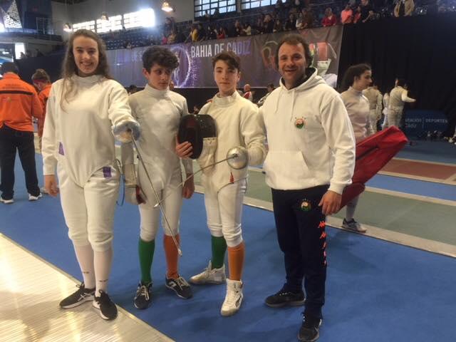 La Esgrima forma parte como disciplina asociada a Combatlon. En la imagen equipo de la Escuela Ayude que se desplazó a los campeonatos en Bahia