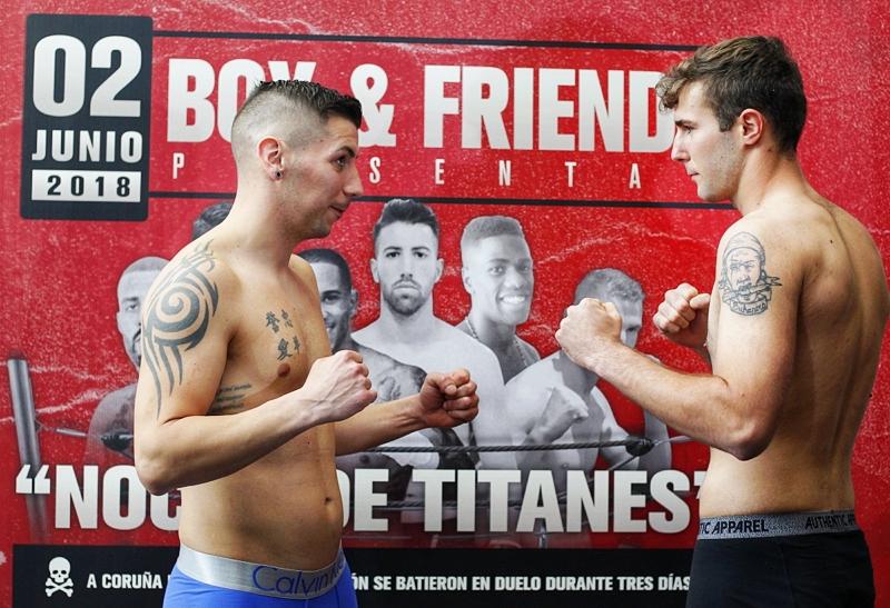 Borja Martínez y Diego Cruz dieron el peso convenido para su combate de mañana. foto Mero Barral