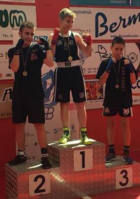 Abraham Palmero con su medalla de Bronce conseguida dentro de la categoría de 13 a 14 años. cedida