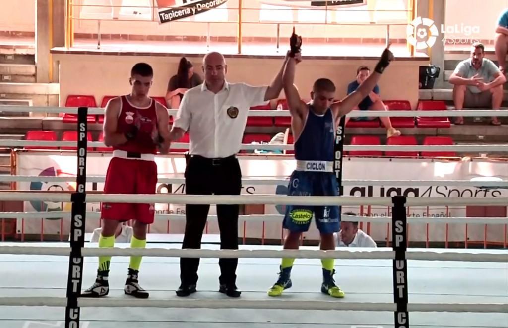 Alex Barros inicia la senda hacía las medallas con un gran triunfo. LIGA4SPORT