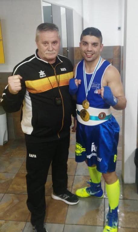Un dúo de lujo, que acumula entorchados y reconocimiento dentro del boxeo gallego: Rafa Gil y Alex Barros.Tanto monta . . . .