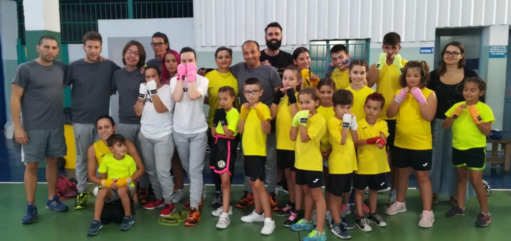 Equipo de la Escuela de Boxeo El Canario en el Pabellón de A Cañota. foto cedida por Israel Benitez.