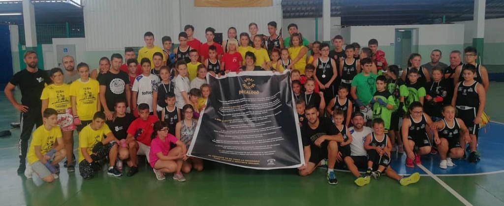 Foto familiar de la competición en A Cañota, cortesía de Aarón González.