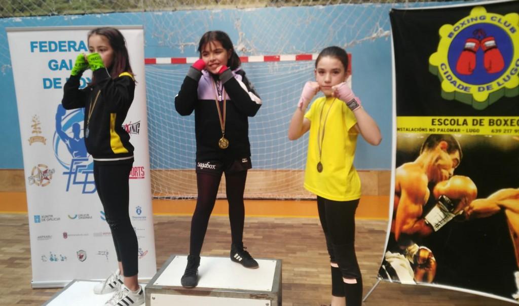Podio femenino de la categoría 9 a 10 años. Alejandra Martínez Salgueiro del Club Deportivo Sagabox continua como líder provisional. foto cortesía de Rafa Gil.