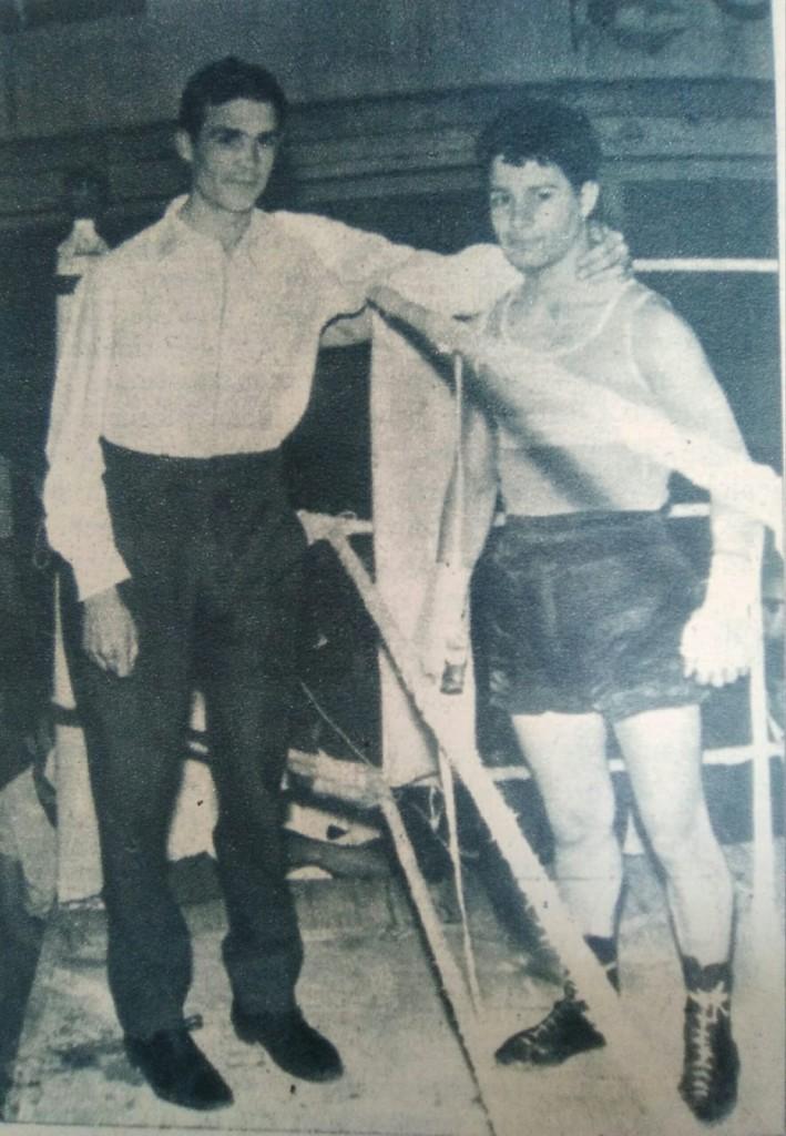 En la esquina Vidal, sobre la lona Barral. La foto está copiada de un reportaje de la Revista Boxeo que editaba la FEB.