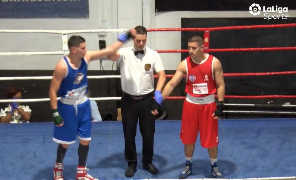 Momento de la proclamación de Olmo de Paz Dorado como vencedor de su combate ante Juan barroso.
