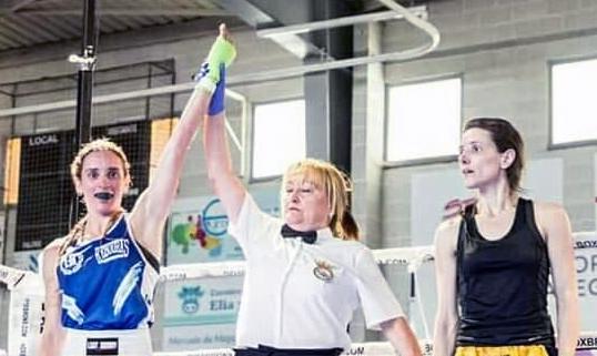 Oya Steinbrüggen es declarada campeona de Galicia por la directora de combate Alicia Álvarez. Cedida