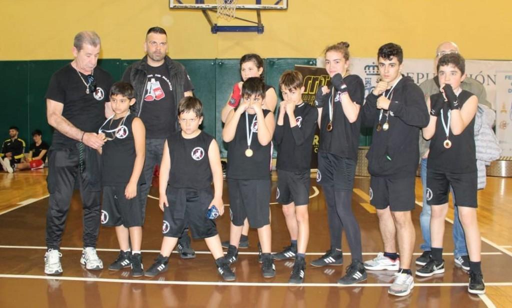La Corporación de Clubes The Thunder - SNAP alcanzó el liderato por equipos. En la imagen el Deportivo SNAP con los maestros Lelo Acea y Camaron Araujo. Cedida