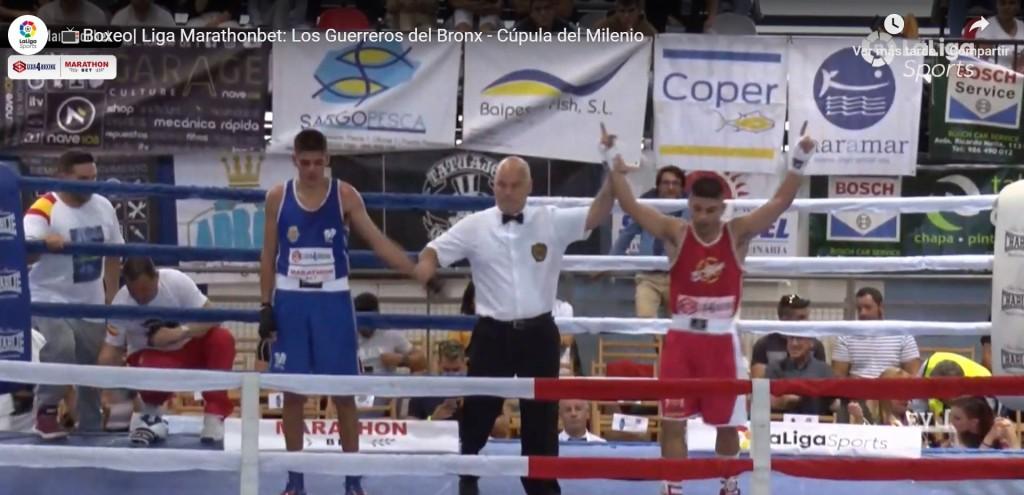 """Alex """"Ciclon"""" Barros proclamado vencedor tras su excelente combate, en una imagen de la retransmisión de LaLiga4Sports."""