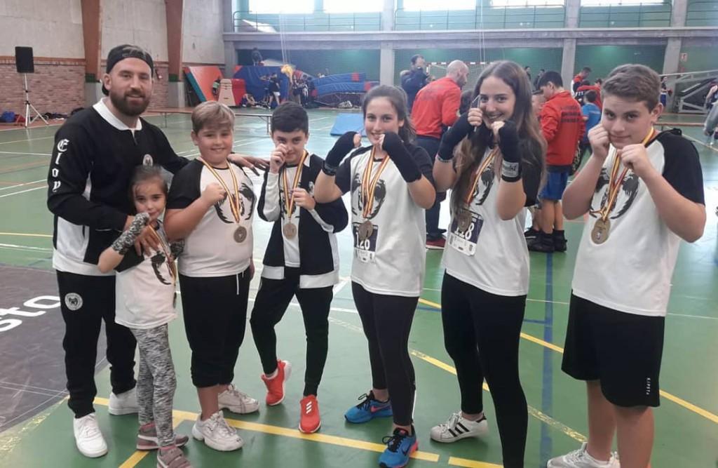 Equipo del Ludus Box Artabrum de Coruña, que logró una me dalla de Plata Absoluta y seis preseas entre las modalidades de Comba, Sombra y Manopla/Saco. Cedida.