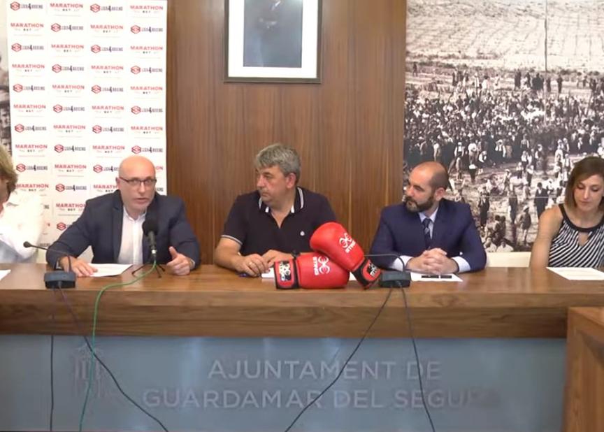 El Alcalde de Guardamar del Segura José Luis Sáez y el Presidente de la Federación Española de Boxeo Felipe Martinez estuvieron presentes en la presentación de la final de la Liga MarathonBet. Cedida