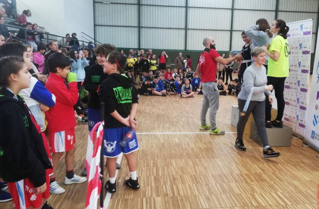 Imagen correspondiente a la entrega de trofeos de la 2ª jornada de la Liga Infantil Gallega de Formas celebrada en Vigo. Foto Rebouras team
