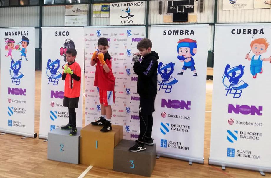Imagen perteneciente a uno de los podios de Categoría Femenina durante la 2ª Jornada de la Liga Gallega Infantil de Boxeo de Formas. Cedida