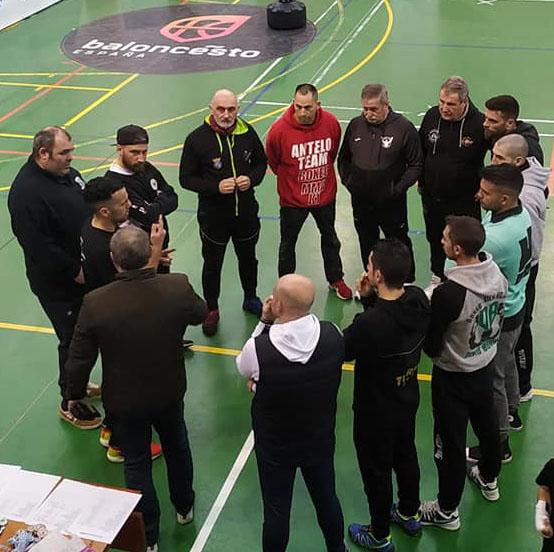 Reunión técnica de los entrenadores de los distintos clubes participantes con el presidente de la FGB. Cedida.